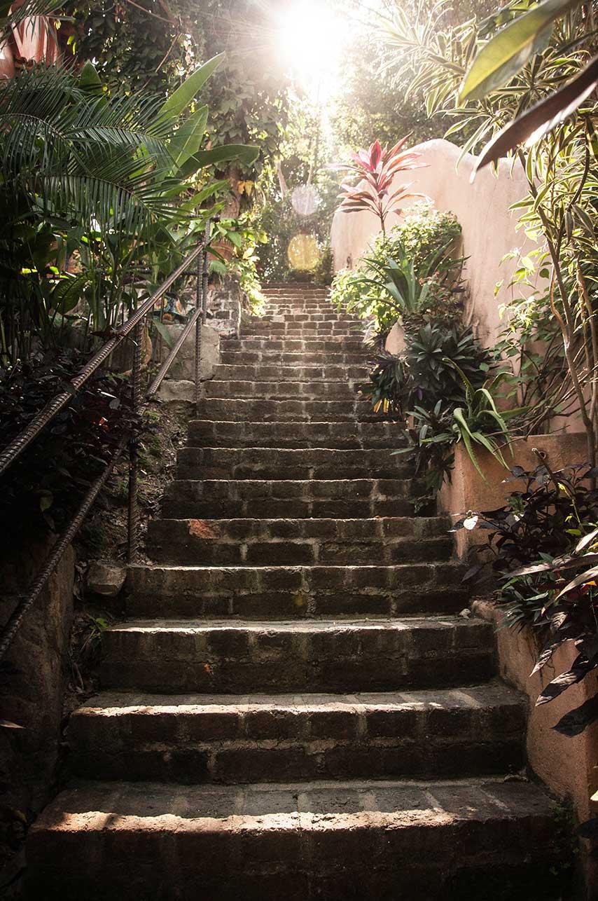 escalier-rue-lumiere-naturelle